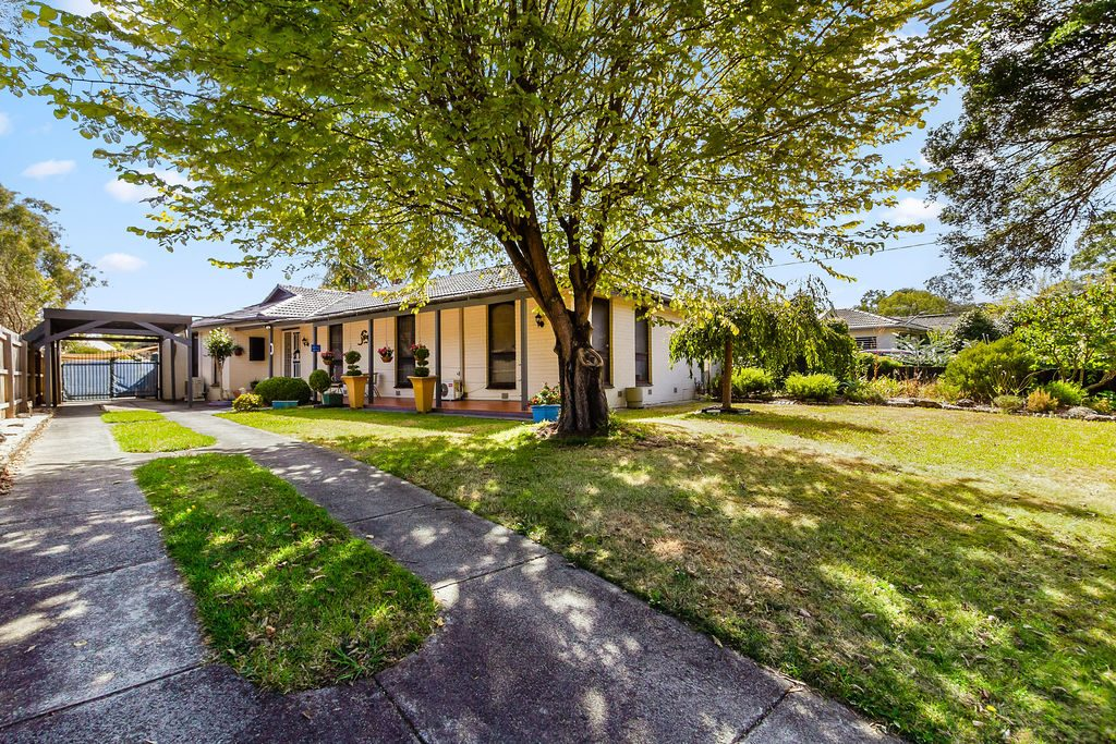 SUPERBLY LOCATED 4 BEDROOM FAMILY HOME!