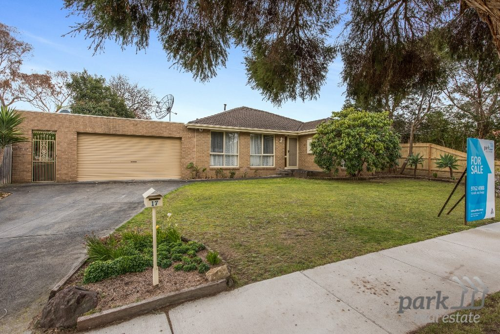 EASY FAMILY LIVING IN SUPERB LOCATION