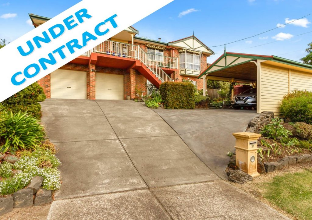 COMPLETE FAMILY DREAM WITH STUNNING VIEWS!