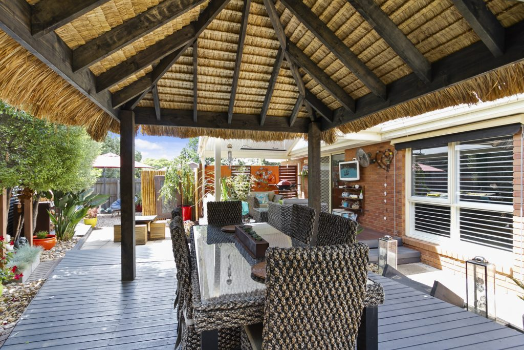 RESORT STYLE LIVING MINUTES FROM SHOPS & STATION!