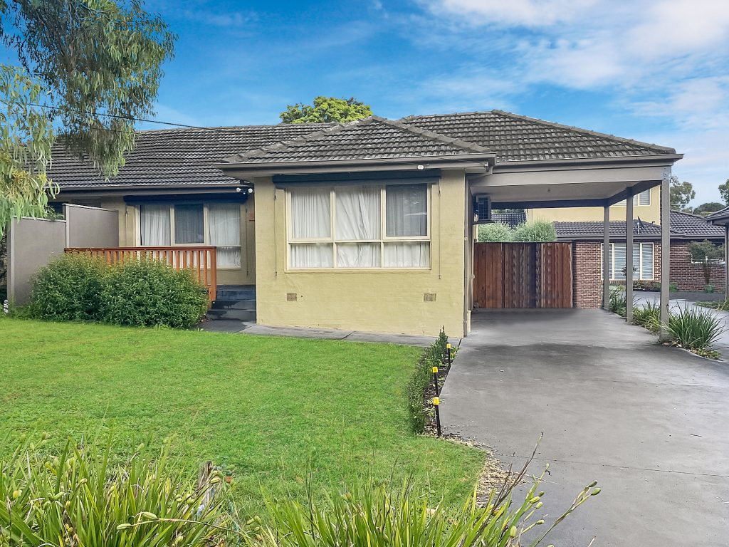 IMMACULATELY PRESENTED AND PERFECTLY LOCATED!